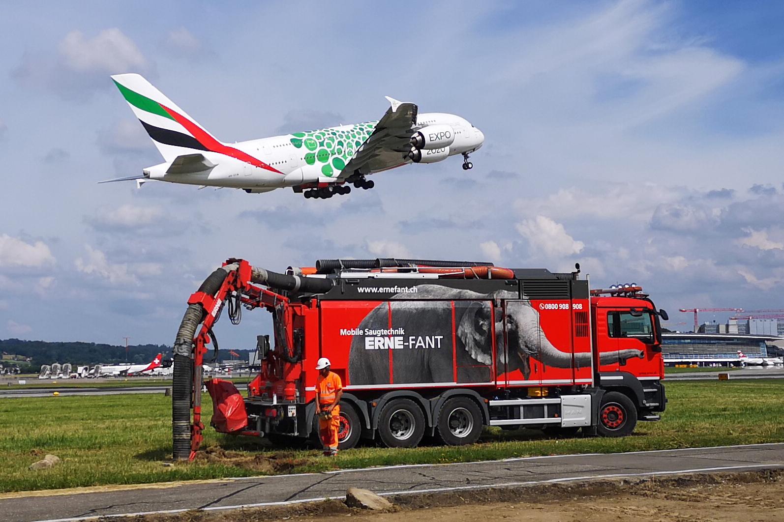 Saugbagger Einsatz Flughafen Zuerich